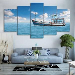 Tableau bateau de pêche et ciel bleu